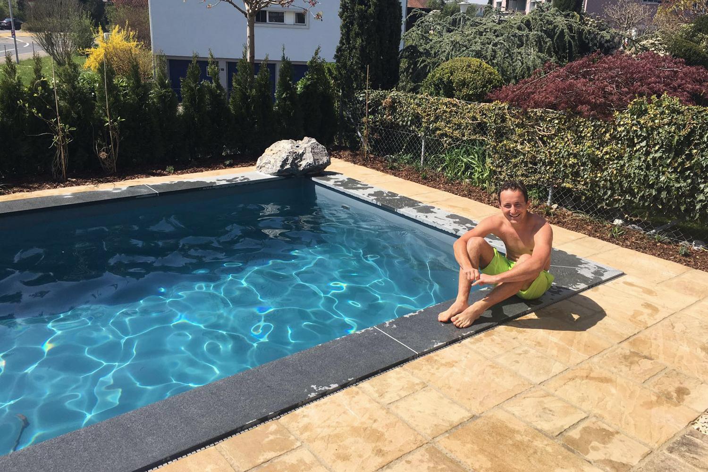 so wird ein solider swimming pool gebaut. Black Bedroom Furniture Sets. Home Design Ideas
