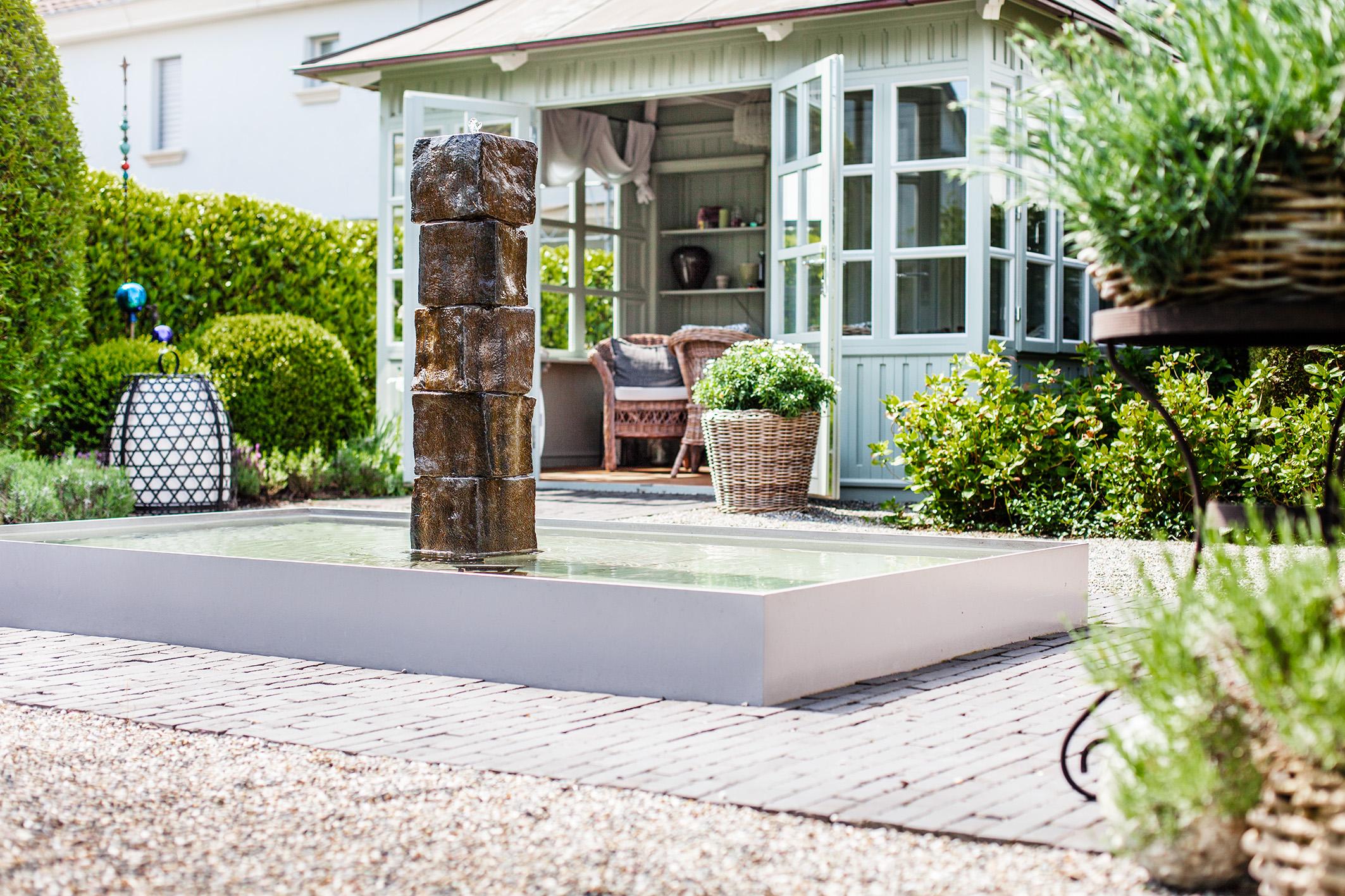 pools und brunnen f r kleine g rten und terrassen blog. Black Bedroom Furniture Sets. Home Design Ideas