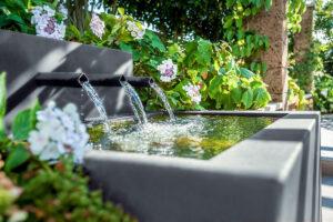 Wasserspiel-Brunnen-gartengeplaetscher