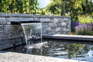 Wasserfall-Edelstahl-gartengeplaetscher