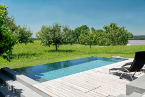 gartengeplaetscher-naturpool-biopool-poolbau-infinity-pool
