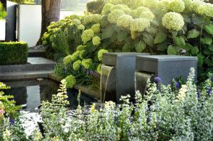 gartengeplaetscher-wohngarten-mit-schwimmteich-natuerlich-gereinigtes-wasser-1