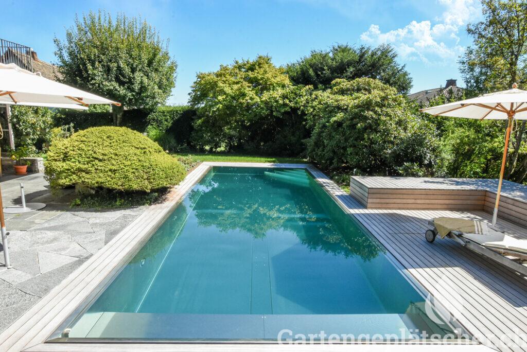 LOW-living-pool-mit-ueppigen-straeuchern-sept2020-9