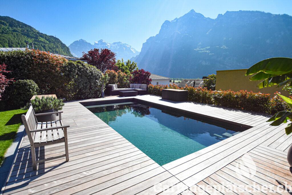 low-living-pool-egli-jona-gartenbau-referenz-garten-berg-aussicht-3